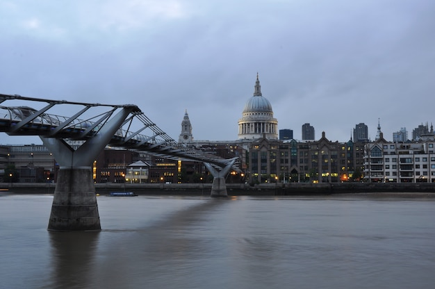 Pont du millénaire sur la tamise.