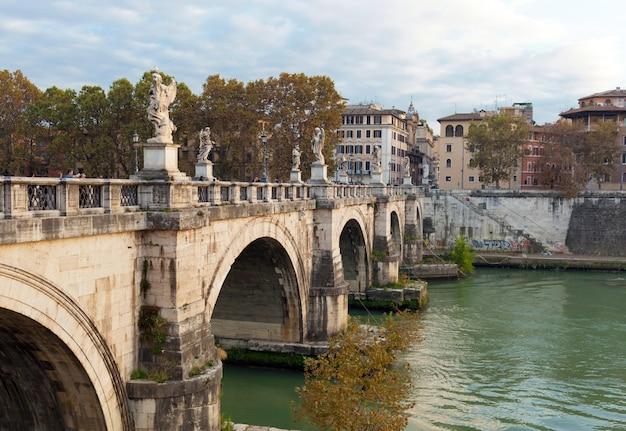 Le pont du pont saint-ange, rome