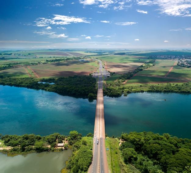 Pont entre les états de sao paulo