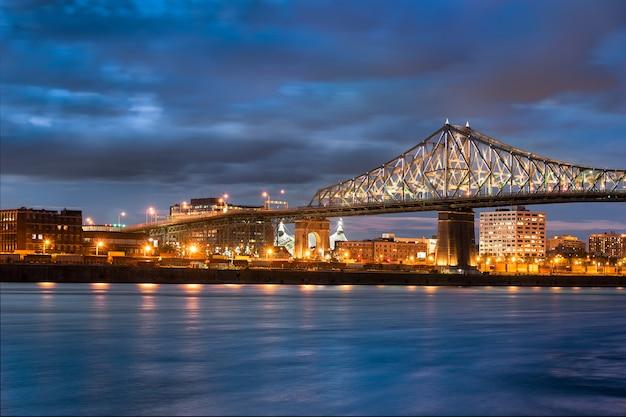 Pont jacques-cartier au canada
