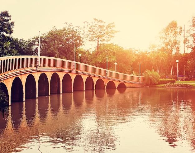 Pont lac nature beauté réflexion