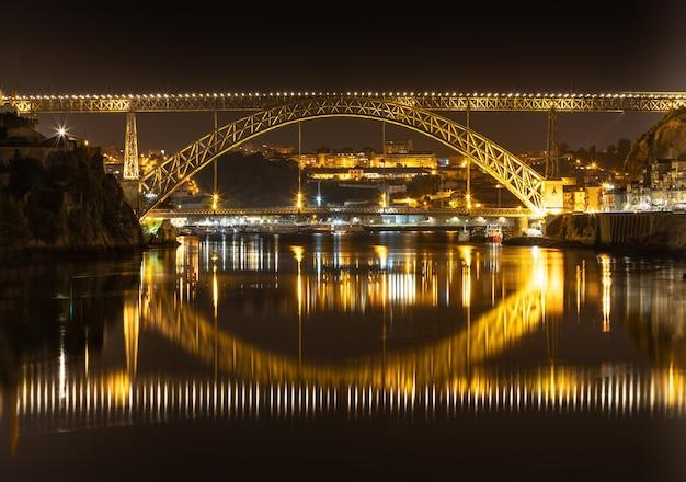 Pont d luis à porto - portugal - photographie de nuit.