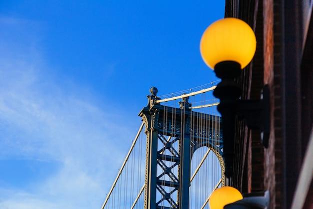 Pont de manhattan à l'ombre bleue, new york
