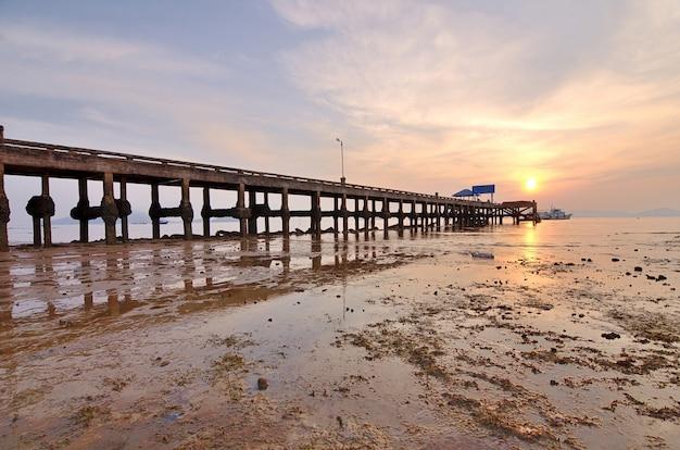 Pont sur mer