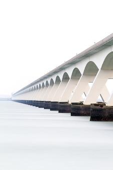 Pont sur la mer