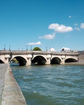 Pont neuf à paris, france.