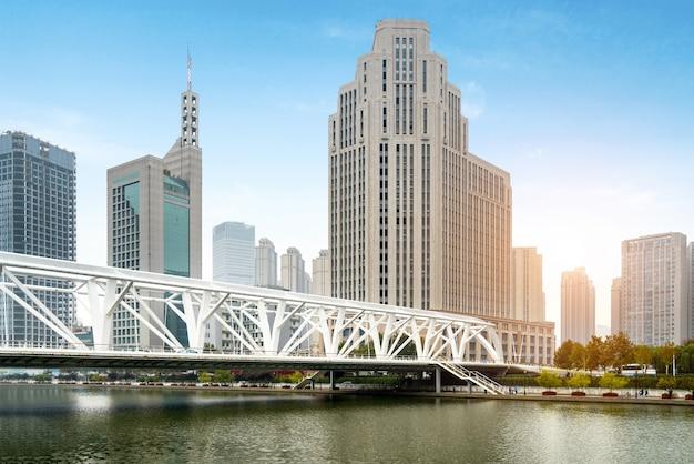 Pont et paysage architectural urbain à tianjin, chine