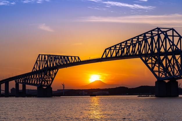 Pont de la porte fuji tokyo en diamant