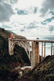 Pont près de la mer