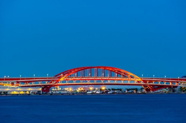Pont rouge monorail de kobe