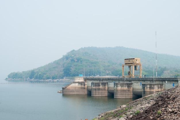 Pont roulant sur le barrage