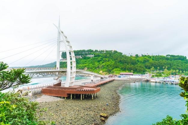 Pont de saeyeongyo entre le port de seaseom et seogwipo sur l'île de jeju