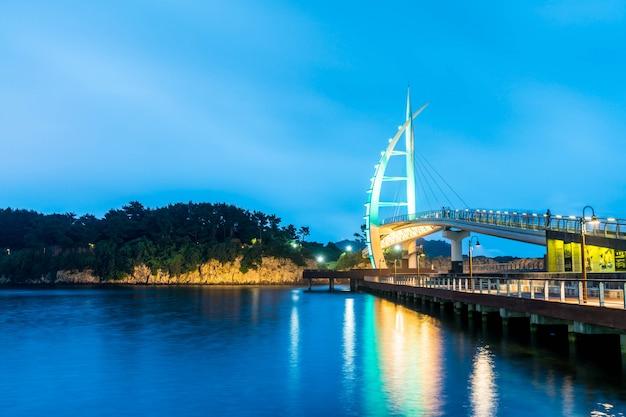 Pont saeyeongyo entre les ports de seaseom et seogwipo sur l'île de jeju