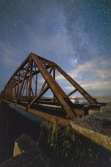 Pont suspendu marron
