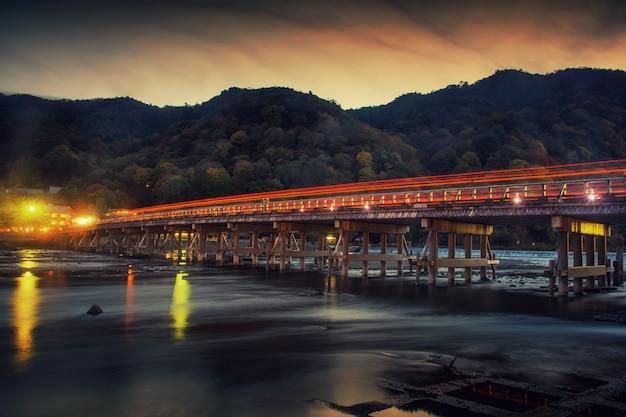 Pont togetsukyo au crépuscule, arashiyama