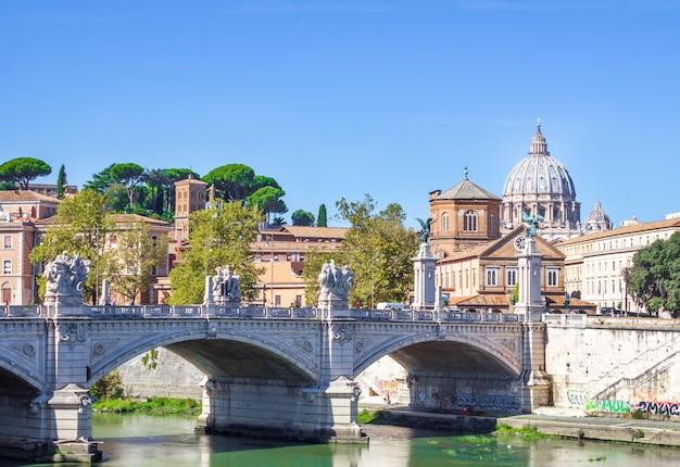 Le pont de victor emmanuel ii à rome