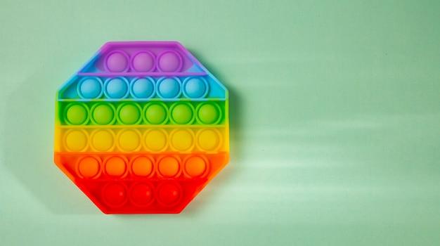 Pop it jouet anti-stress coloré en silicone populaire en forme d'hexagone.