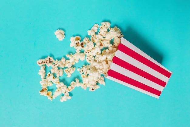 Popcorn sur la couleur
