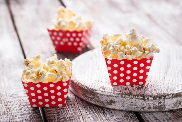 Popcorn en paquet de pois rouge