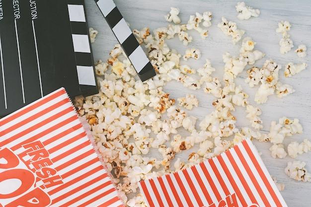 Popcorn savoureux et clapboard