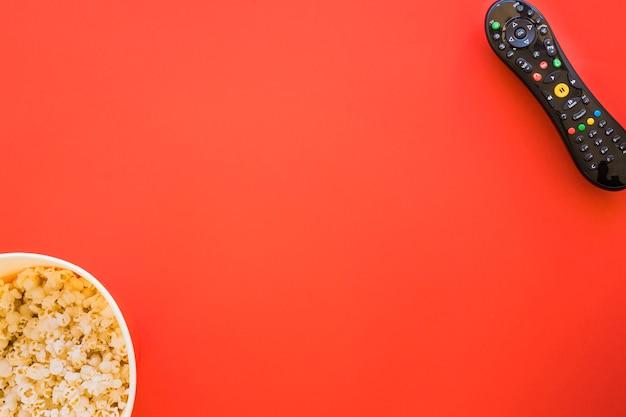 Popcorn, télécommande et espace