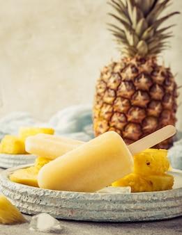 Popsicles d'ananas faits maison