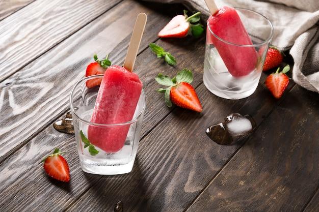 Popsicles fraises maison