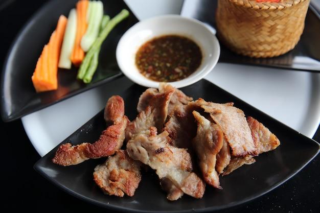 Porc au barbecue épicé avec du riz