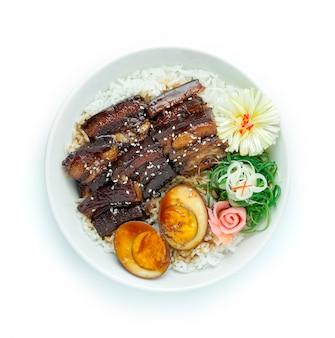 Porc dong po dans une recette de sauce de soja sucrée sur du riz