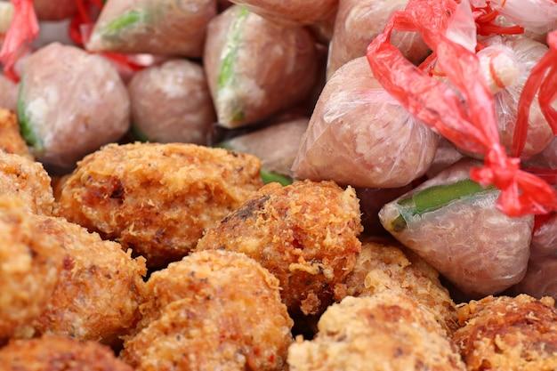 Porc fermenté avec riz frit épicé