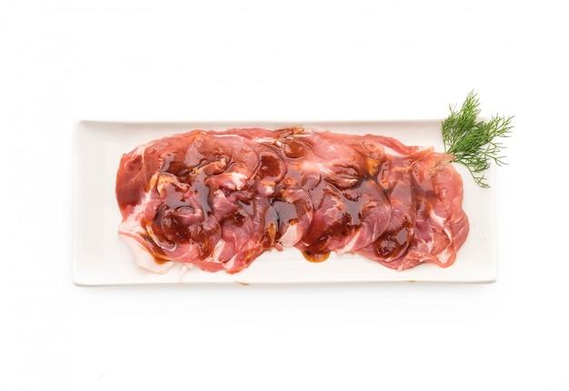 Porc frais tranché avec de la sauce