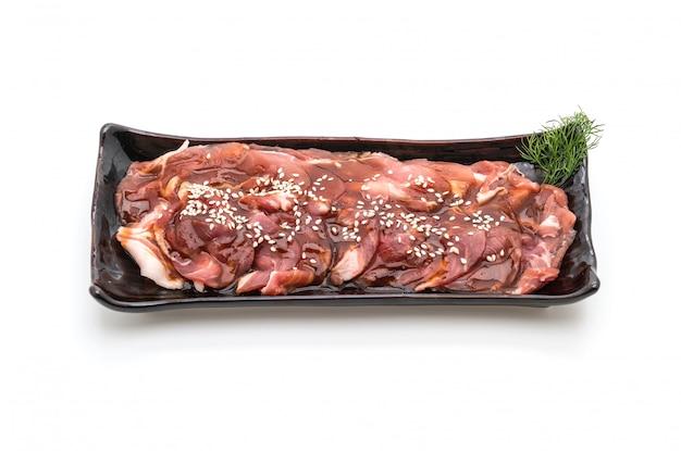 Porc frais en tranches avec sauce et sésame