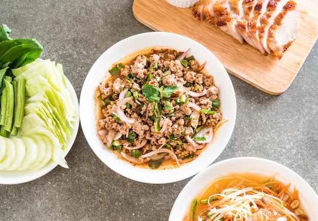 Porc haché épicé (larb - cuisine traditionnelle thaïlandaise)