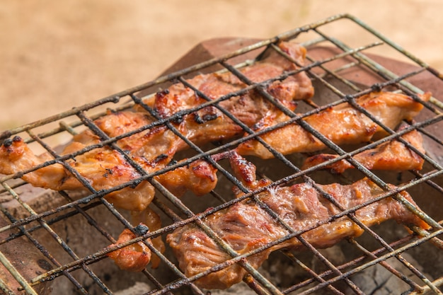 Porc rôti au charbon de bois
