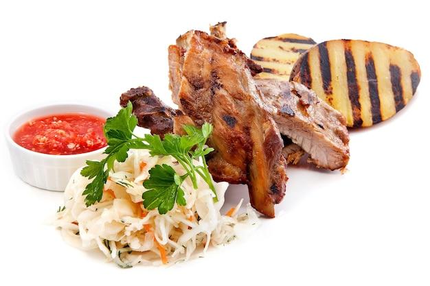Porc rôti avec pommes de terre et choucroute