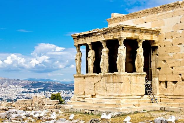 Le porche d'erechtheum avec les cariatides, acropole, athènes, grèce