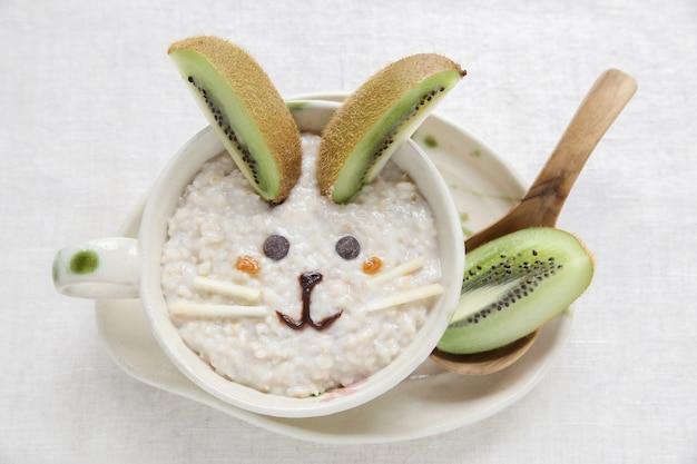 Porridge de lapin petit déjeuner de pâques, art alimentaire pour les enfants