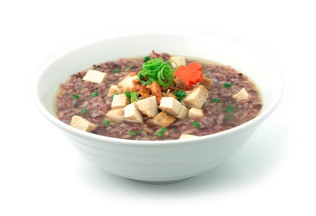 Porridge de riz avec cube de jambon de poulet fumé