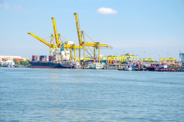 Port d'expédition industriel