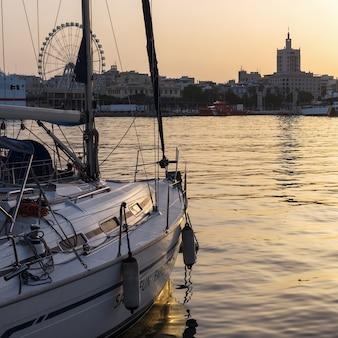 Port de malaga au coucher du soleil