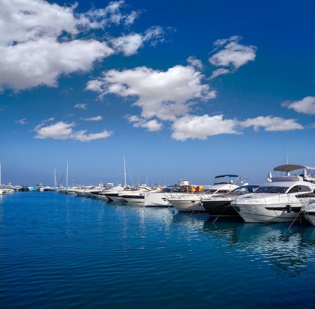 Port de marina d'ibiza santa eulalia dans les baléares