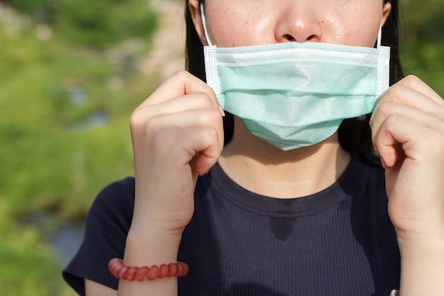 Le port d'un masque facial ne protégera pas de contracter covid-19.