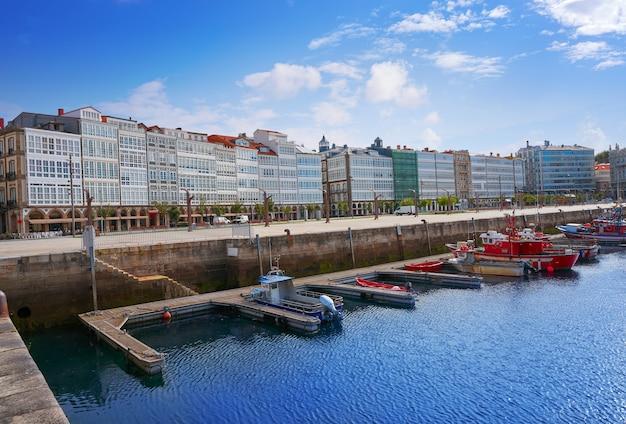 Port de plaisance de la corogne en galice espagne