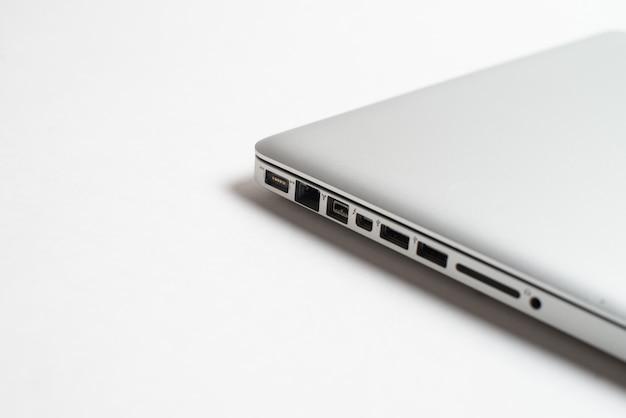 Port usb en aluminium vide, port de carte sd, port aluminium de charge et ethernet