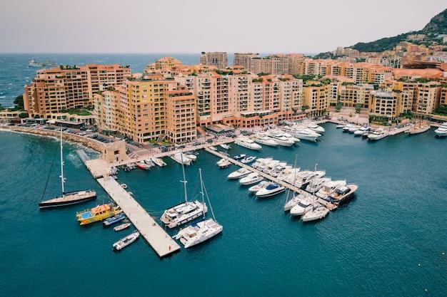 Port avec yachts et bateaux à moncte carlo monaco