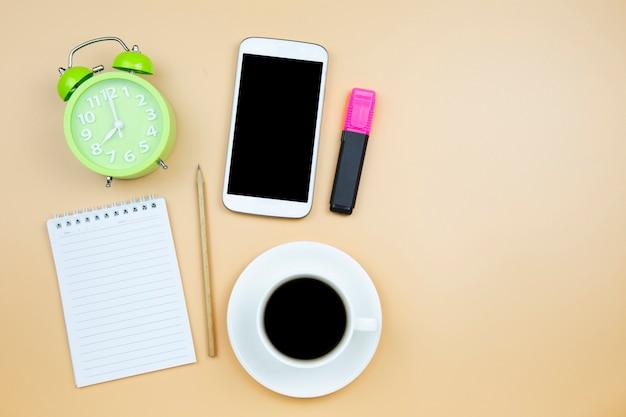 Portable calculatrice téléphone portable noir café blanc tasse horloge verte