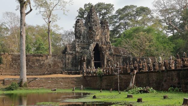 Porte d'angkor wat, cambodge