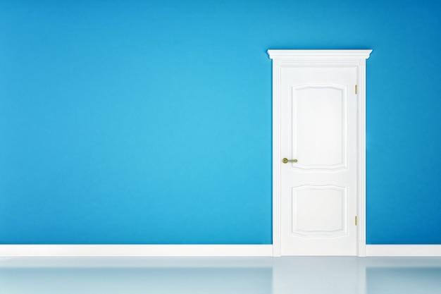 Porte blanche fermée sur la surface du mur bleu