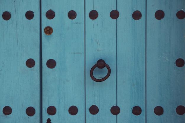 Porte en bois bleue