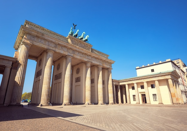 Porte de brandebourg (brandenburger tor) à berlin